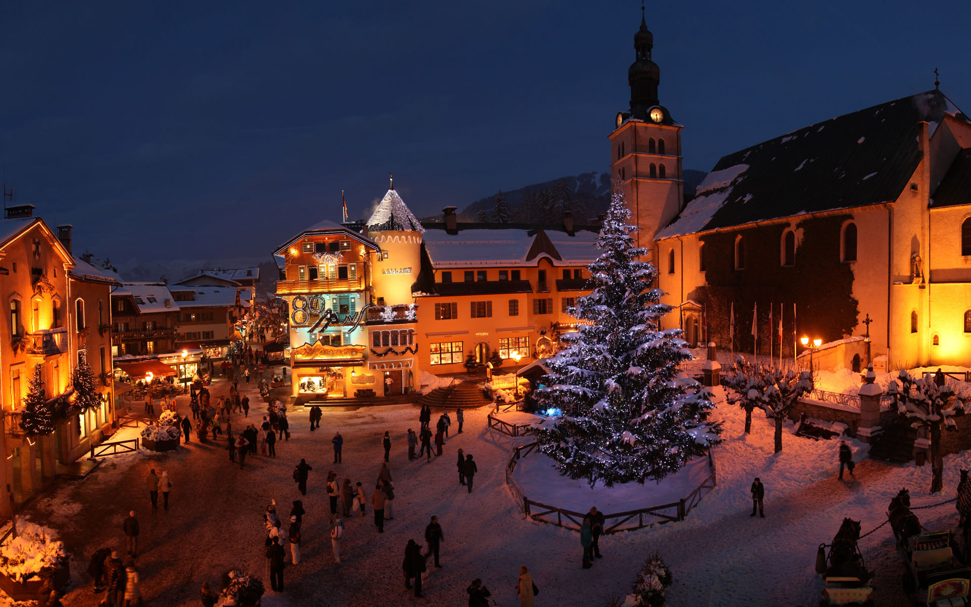 5 most glamorous ski resorts in europe the lux traveller for Lodges in france