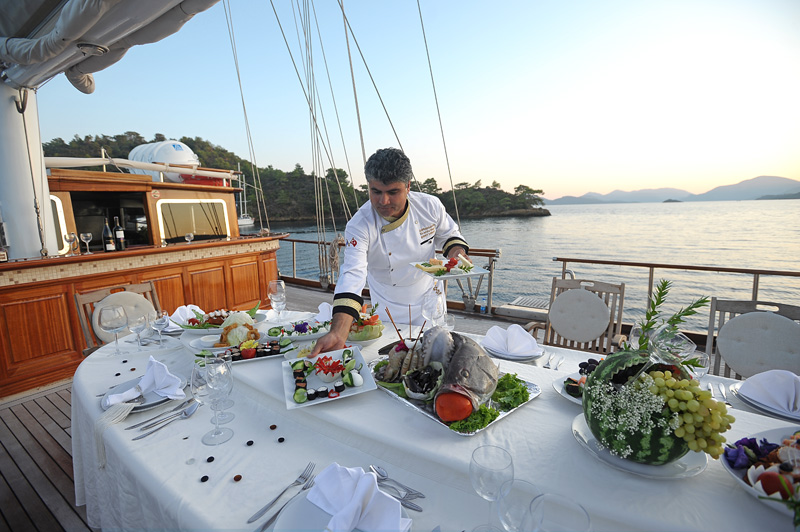 Blue-cruise-dining-on-board-Kaptan-Kadir-gulet